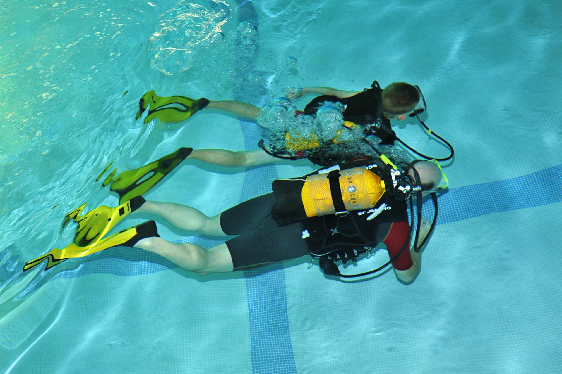 Cours de plongée à la piscine du Triolo